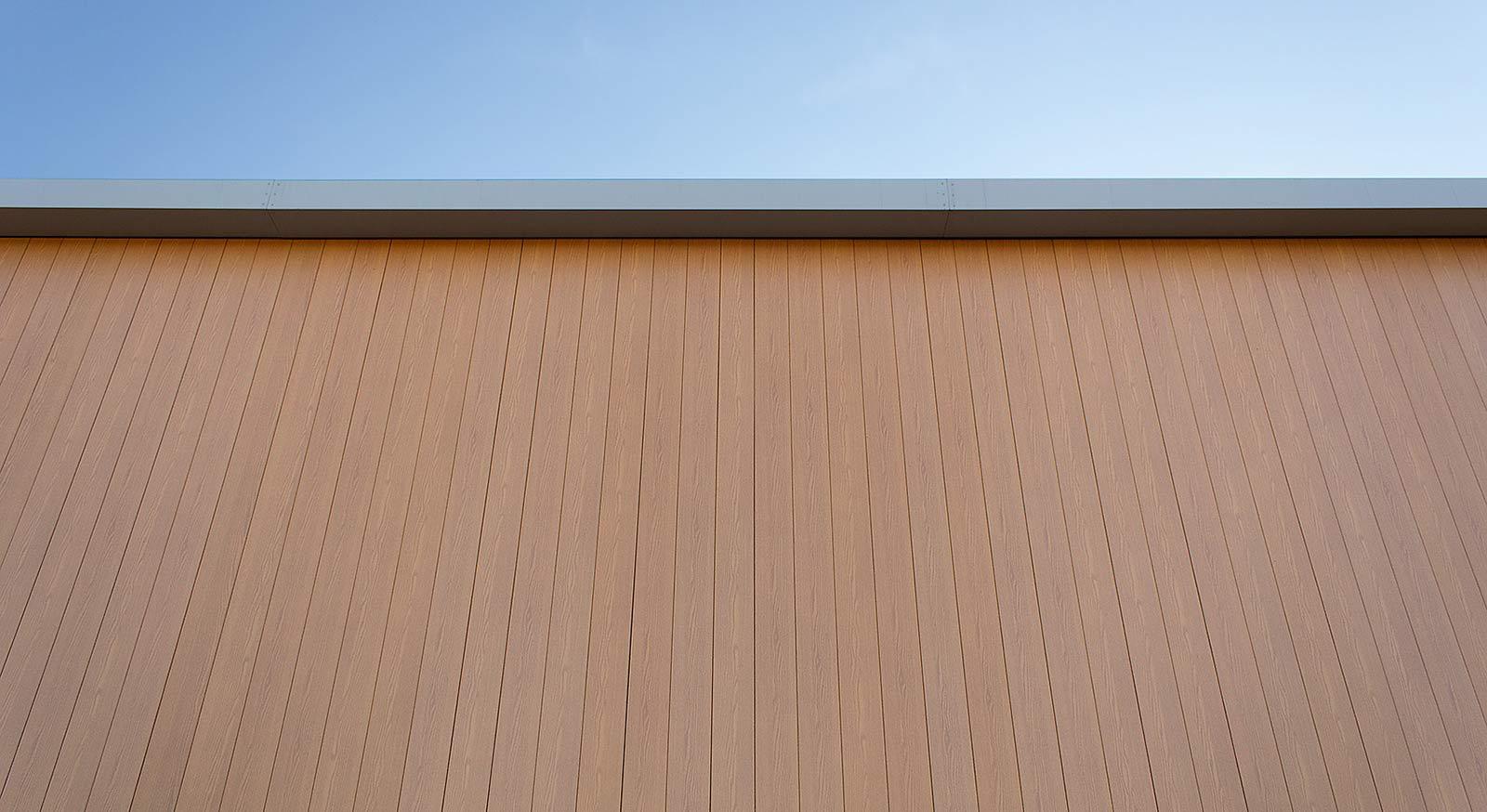 VulcaLap-aluminium-rainscreen-Light-Oak-Coalville-close-up