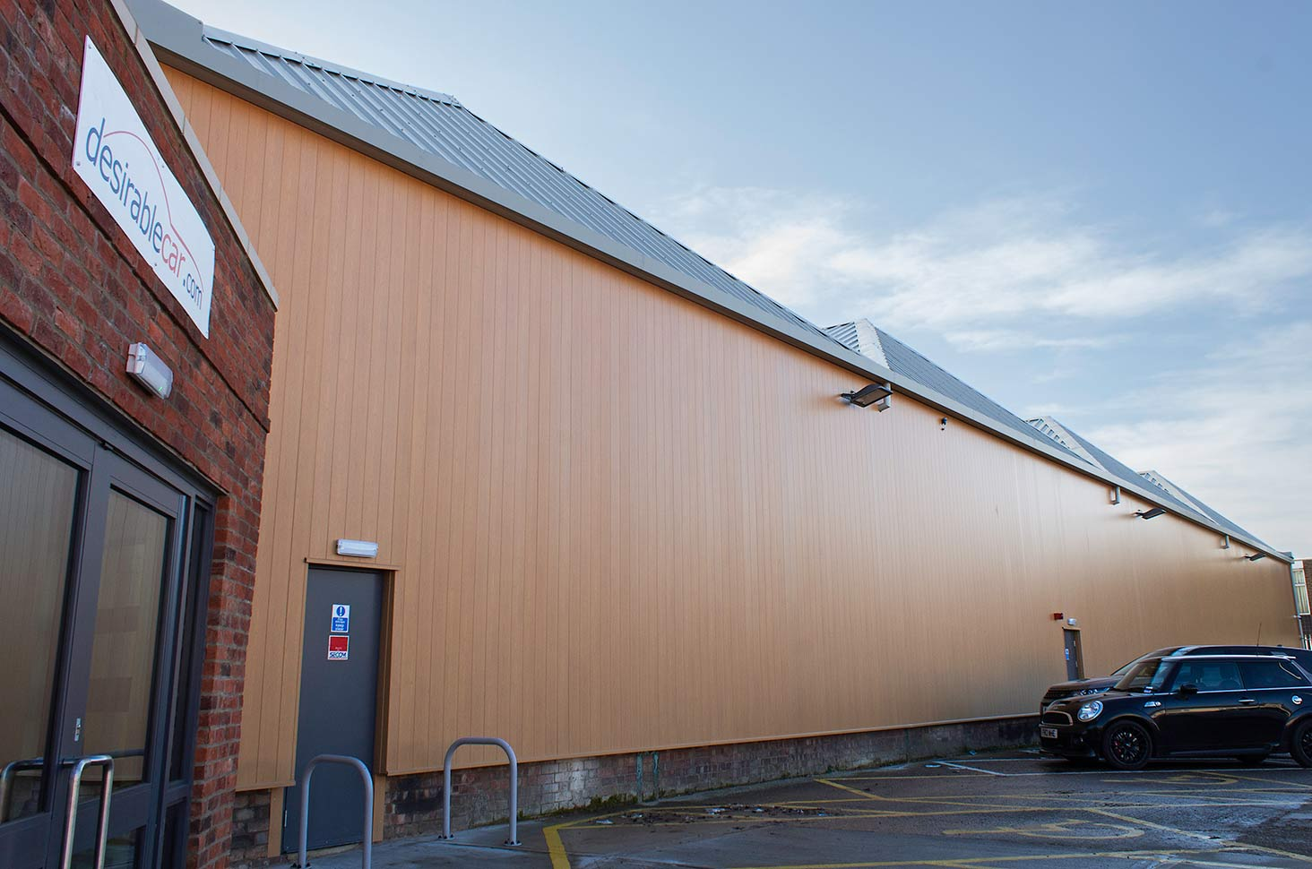 VulcaLap-aluminium-rainscreen-cladding-Light-Oak-Coalville
