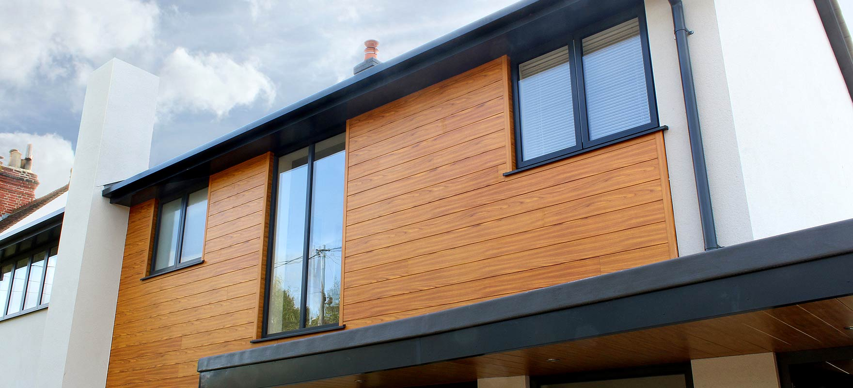 VulcaLap Wood aluminium cladding T&G 'Chestnut'